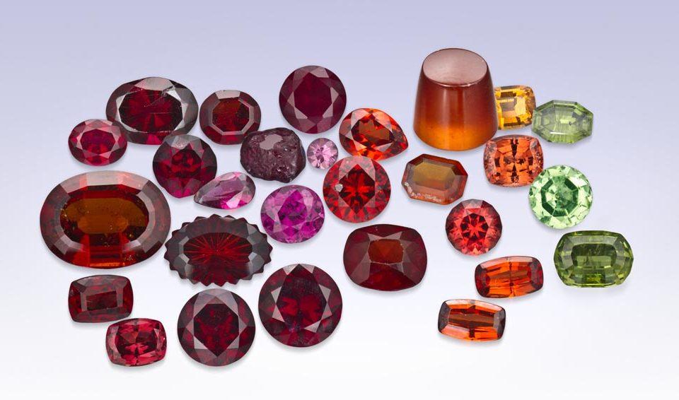 Tentang batu garnet dan khasiatnya