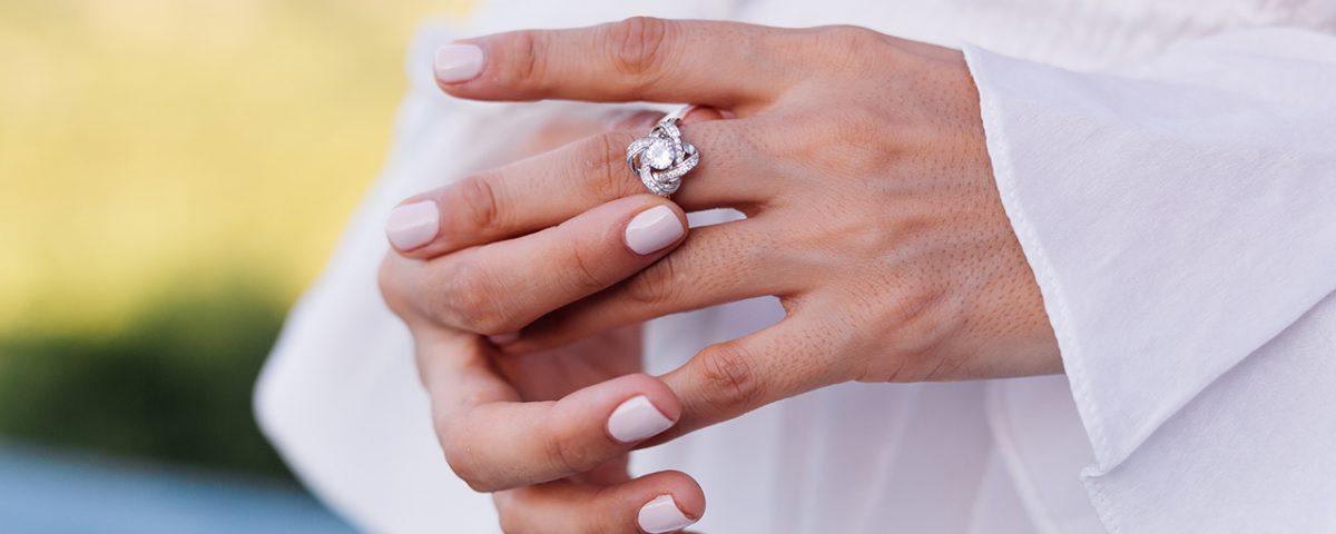 Batu permata untuk cincin tunangan
